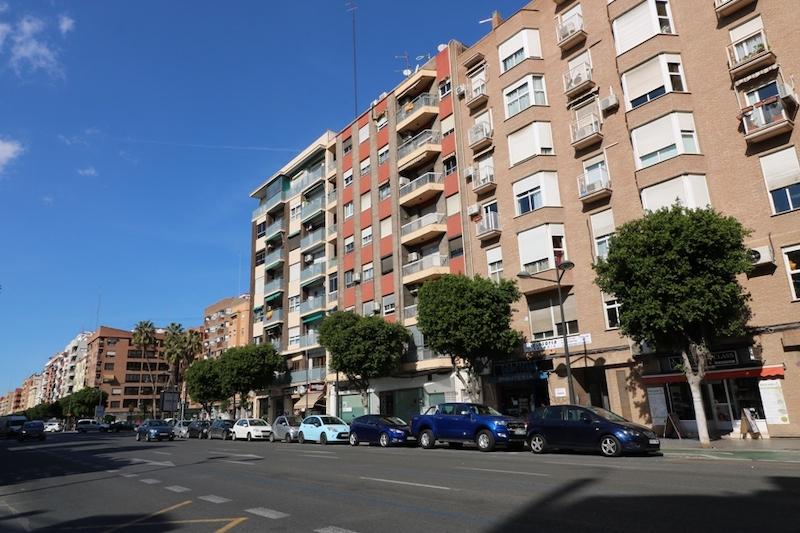 LOCAL COMERCIAL EN ALQUILER AV DEL PUERTO